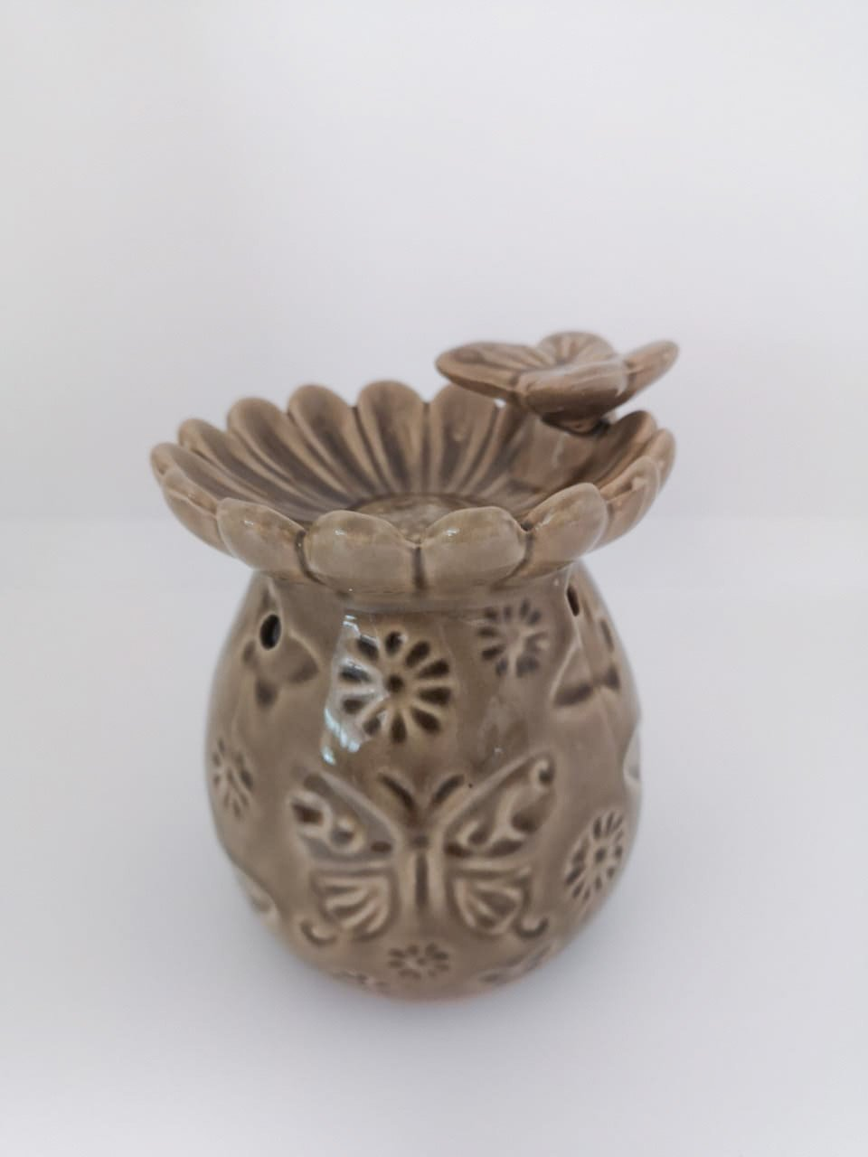 Beige oil burner with butterfly design