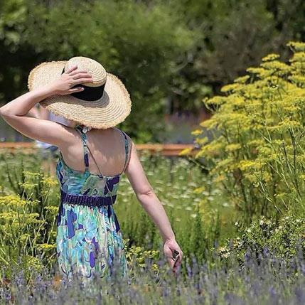 Woman enjoying Green Monday 2020 at Cyherbia
